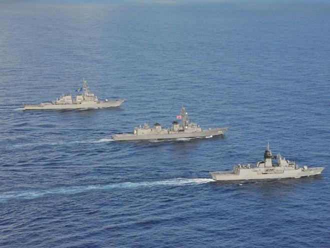 Mỹ, Nhật, Úc tập trận quy mô lớn ở Biển Đông - 1
