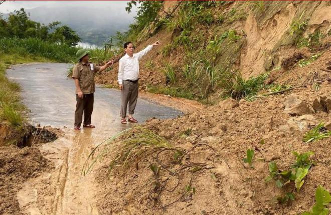 Nghệ An xuất hiện nhiều điểm sạt lở núi, khẩn cấp di dời dân - 1