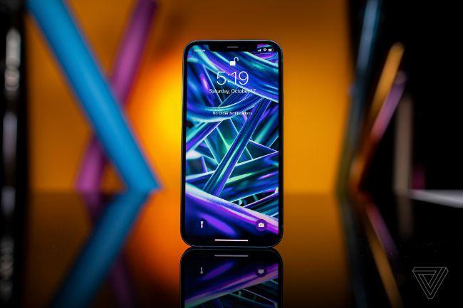 Với kích thước màn hình 6,1 inch tương tự như iPhone 11 và iPhone XR, iPhone 12 được đánh giá là iPhone điểm nhấn của loạt sản phẩm mới nhất và có thể trở thành lựa chọn phổ biến nhất cho mọi người.