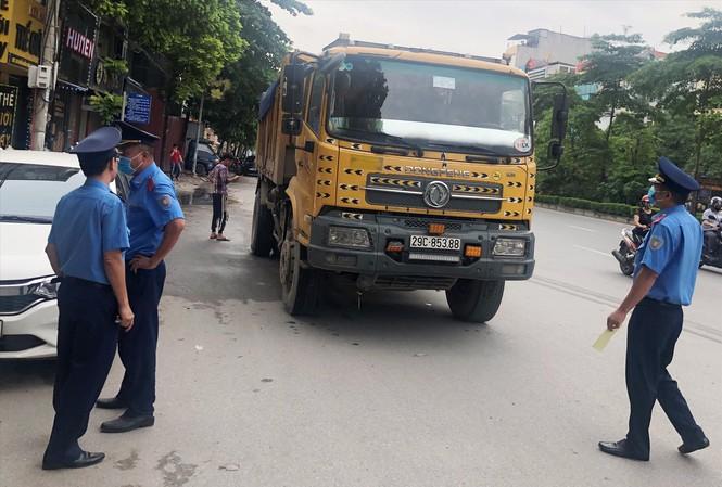 Thanh tra giao thông sẽ không được dừng xe trên đường - 1