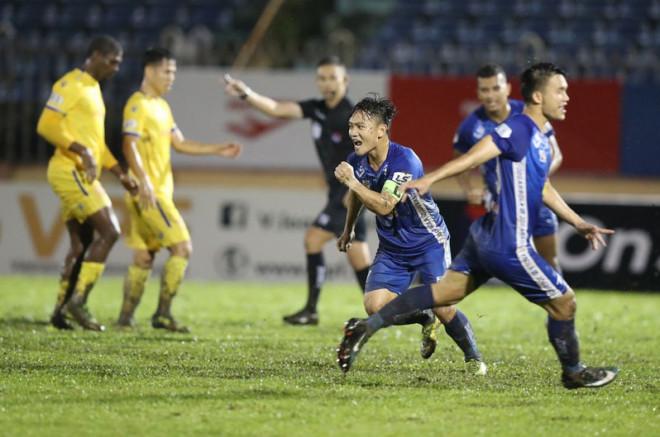CLB Nam Định phá luật, Ban trọng tài VFF lại mệt mỏi - 1