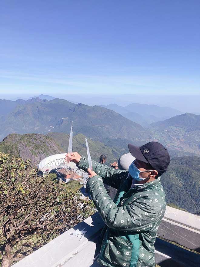 Tin tức 24h qua:Những mảnh băng giá đầu tiên của mùa đông 2020trên đỉnh Fansipan - 1