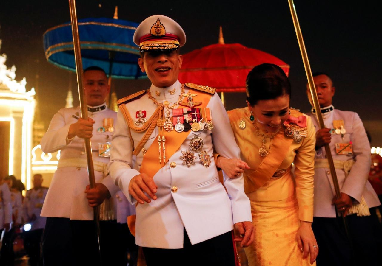 """Vệ sĩ nhiễm Covid-19, vua Thái Lan bí mật """"nhập viện"""" - 1"""