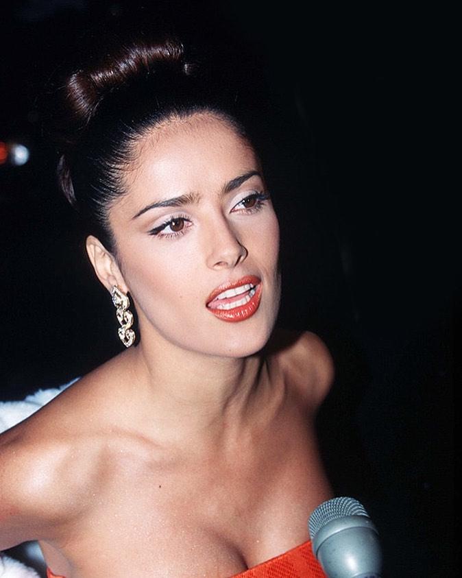 Vợ tỷ phú Pháp nổi tiếng nhờ khỏa thân, tuổi 54 chưa từng già đi nhờ... không rửa mặt - 1