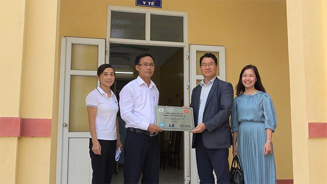 Tập đoàn LS Hàn Quốc tài trợ nâng cấp và trang bị đồ dùng, vật phẩm y tế cho phòng y tế học đường - 1