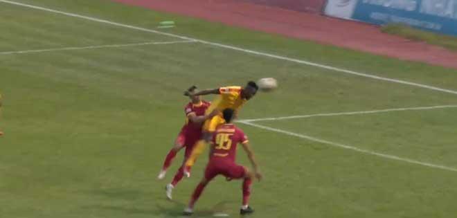 Video highlight trận Thanh Hóa - SLNA: Lợi thế rất sớm, rơi chiến thắng phút 90+3 - 1