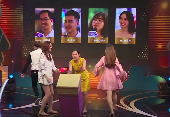 Lâm Vỹ Dạ bị chỉ trích không tôn trọng đồng nghiệp khi tham gia gameshow - 1
