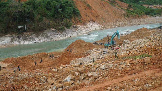 Sạt lở đất khiến 17 công nhân mất tích: Chủ đầu tư Thủy điện Rào Trăng 3 lên tiếng - 1