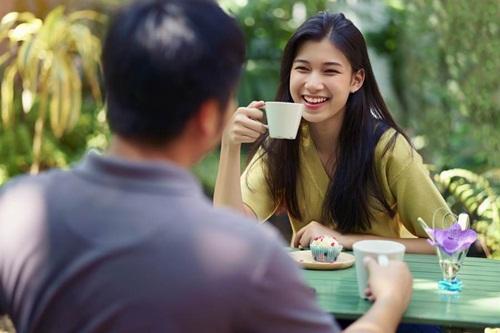 Dẫn theo 4 người bạn ăn chùa trong lần xem mắt, cô gái lãnh hậu quả nặng nề - 1