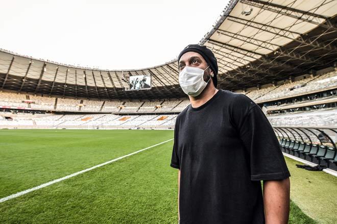 Ronaldinho nối gót Ronaldo mắc Covid-19: Vận đen tiếp tục đeo bám - 1