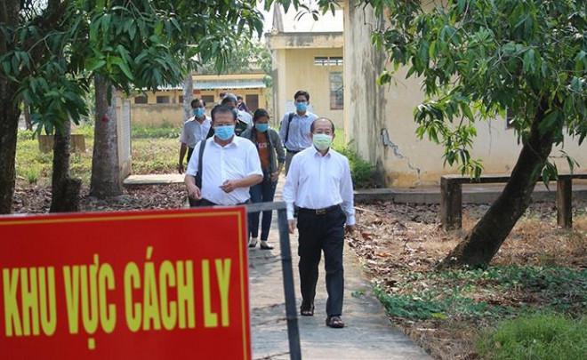 Khẩn cấp truy tìm 3 người Trung Quốc trốn khỏi khu cách ly Covid-19 - 1