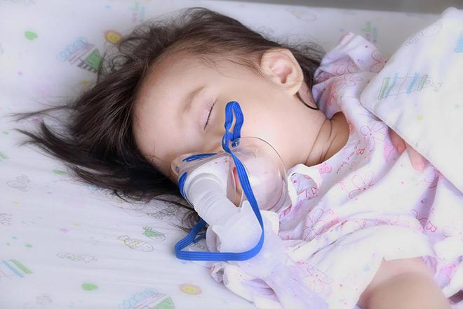 Cẩn trọng loạt bệnh viêm đường hô hấp lúc giao mùa nếu không muốn con nhập viện - 1