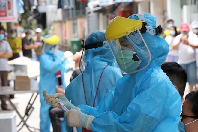 TP.HCM: Cách ly nhiều người là F1 của một chuyên gia nước ngoài nhiễm COVID-19 - 1