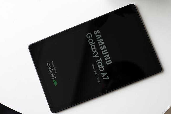 Galaxy Tab A7 sở hữu màn hình rộng10,4-inches, cùng độ phân giải WUXGA+.