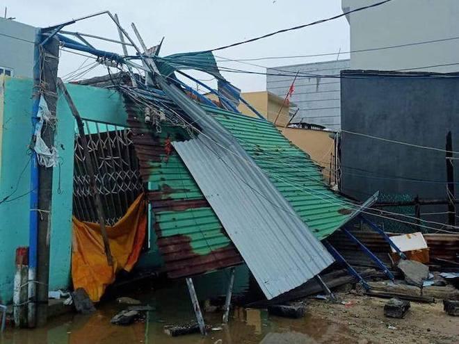 Quảng Ngãi: Cảnh tan hoang ở huyện đảo Lý Sơn sau khi bão số 9 càn quét - 1
