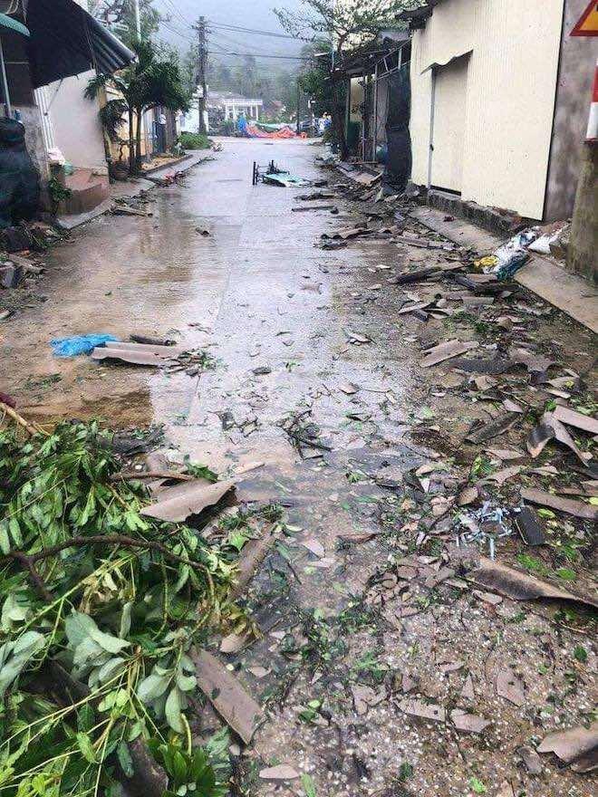 Quảng Ngãi: Cảnh tan hoang ở huyện đảo Lý Sơn sau khi bão số 9 càn quét - 10