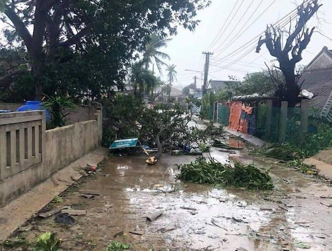 Quảng Ngãi: Cảnh tan hoang ở huyện đảo Lý Sơn sau khi bão số 9 càn quét - 14