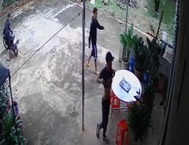 Clip: Ba thanh niên dàn cảnh trộm... 1 giò phong lan! - 1