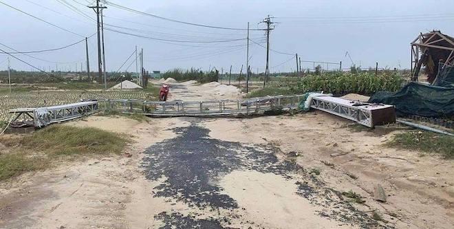 Quảng Ngãi: Cảnh tan hoang ở huyện đảo Lý Sơn sau khi bão số 9 càn quét - 7