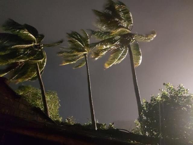 Ảnh: Dải đất miền Trung xơ xác trong cơn cuồng phong của bão số 9 - 1