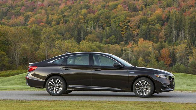 8. Honda Accord Hybrid 2020 - 4,9L/ 100km