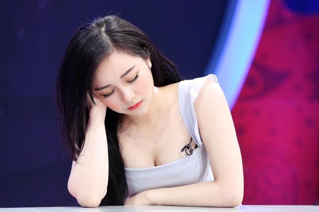 """Khi nhắc đến biệt danh """"hot girl ngủ gật"""" không thể bỏ quên cái tên Nhã Tiên."""