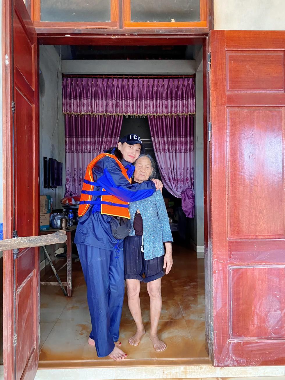"""Vợ đi từ thiện """"âm cả tiền"""", chồng điển trai của Lê Thúy phản ứng ra sao? - 1"""