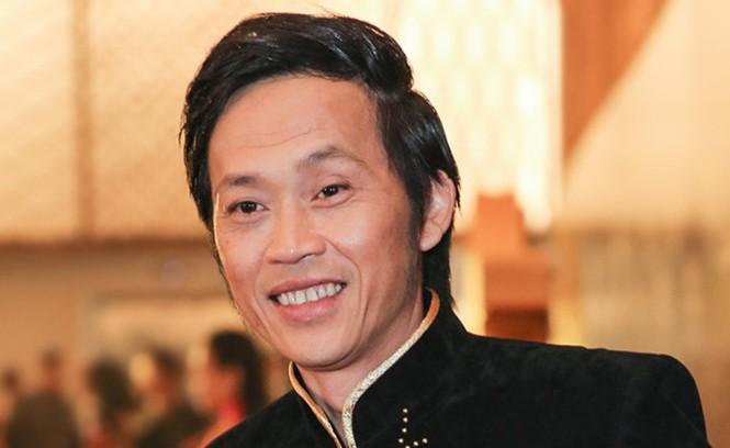 Hoài Linh kêu gọi gần 10 tỷ, Thủy Tiên xử trí nhóm người chen lấn nhận tiền - 1