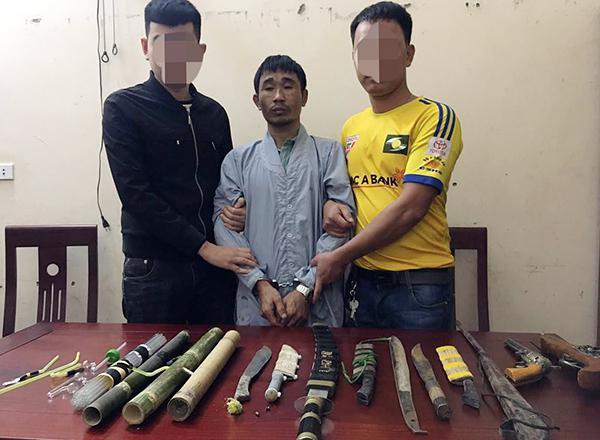Thủ súng, kiếm, biến nhà riêng thành điểm bán lẻ ma túy - 1