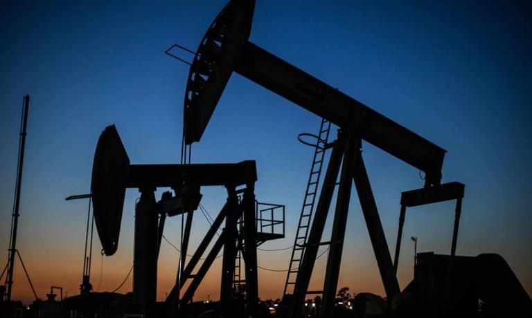 Giá dầu hôm nay 30/10: Lao xuống đáy 4 tháng - 1