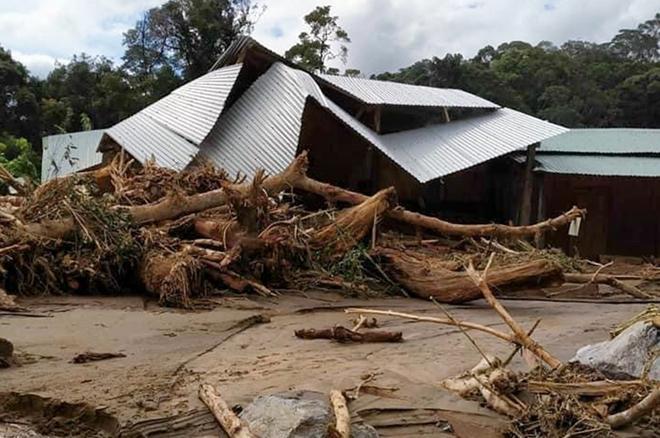 Tìm đường tiếp tế lương thực cho 3.000 hộ dân bị cô lập ở Phước Sơn - 1