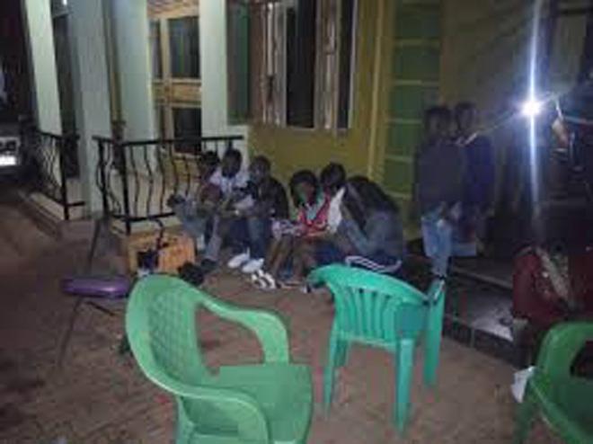 21 nam, nữ vào nhà nghỉ 'thác loạn' trong tiệc tình dục bán vé VIP - 1