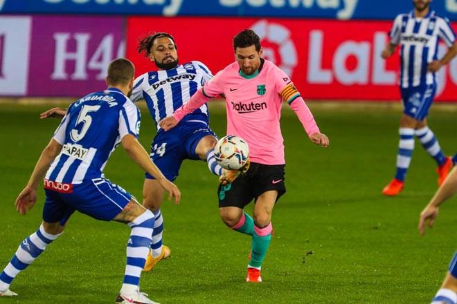 """Video highlight trận Alaves - Barcelona: Ác mộng """"người nhện"""", bước ngoặt thẻ đỏ - 1"""