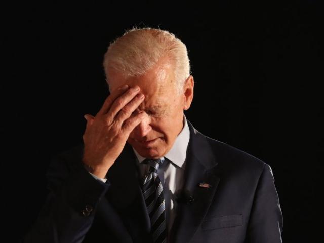 """Tranh cử kiểu """"ông cụ"""", ông Biden """"nhường"""" cơ hội cho Tổng thống Trump?"""