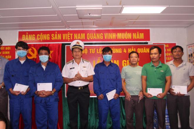 3 ngư dân Bình Định chìm tàu được cứu kể về giây phút sinh tử trên biển - 1