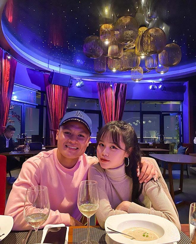"""Trước khi """"đường ai nấy đi"""", Quang Hải và bạn gái Huỳnh Anh từng mặn nồng thế này - 1"""