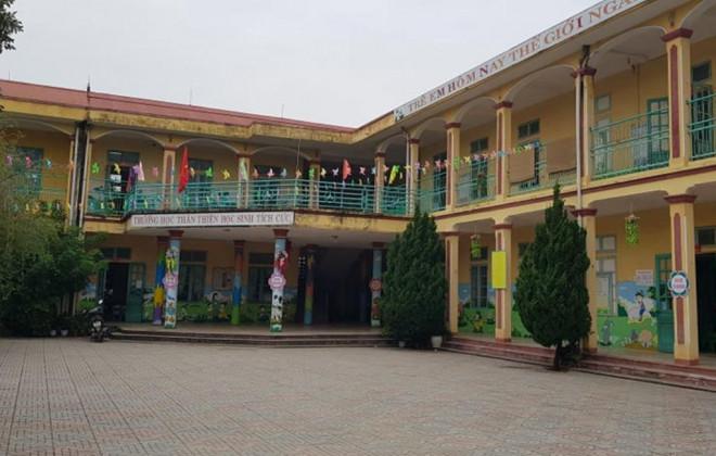 Trẻ mầm non 3 tuổi bị bỏ quên trong nhà vệ sinh ở Thanh Hóa - 1
