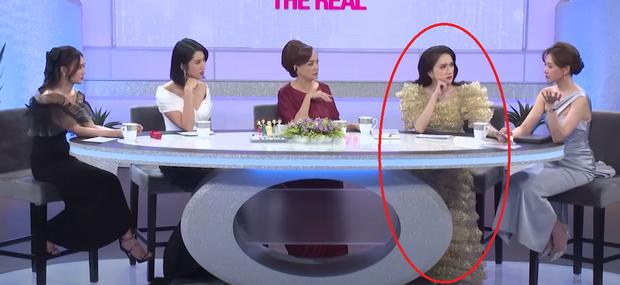 """""""Hoa hậu dát kín người đô la"""" lấn át Hari Won, Ninh Dương Lan Ngọc trên sóng truyền hình - 1"""
