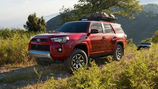 5. Toyota 4Runner: Mẫu xe này vẫn còn bán được giá 30.010 USD (khoảng 696 triệu đồng) sau 5 năm sử dụng, chỉ mất giá khoảng 33%
