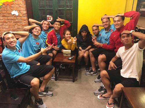 Quán cà phê đình đám được Quang Hải, Đức Chinh góp vốn hoạt động thế nào? - 1