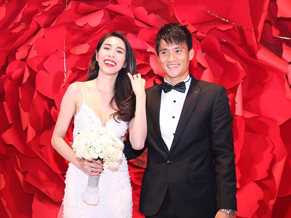 Đám cưới Công Vinh, Thủy Tiên 6 năm trước: Nhẫn cưới 1 tỷ, dàn siêu xe 20 tỷ gây chấn động - 1