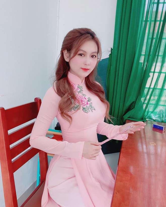 """Hot girl bỏ nghề mẫu nội y trở thành """"cô giáo hot nhất Sài thành"""" là ai? - 1"""