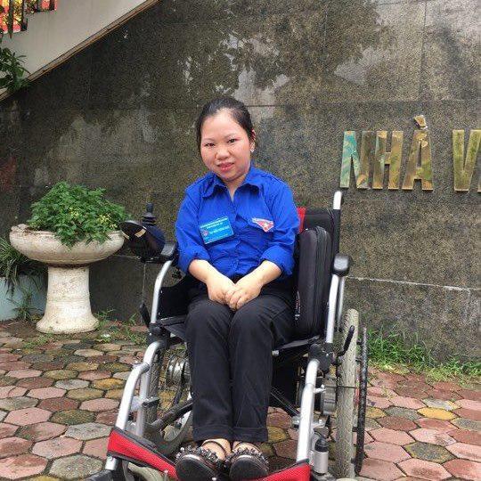 """Soái ca 8X tiết lộ lý do """"nguyện làm đôi chân"""" cho người vợ khuyết tật - 1"""