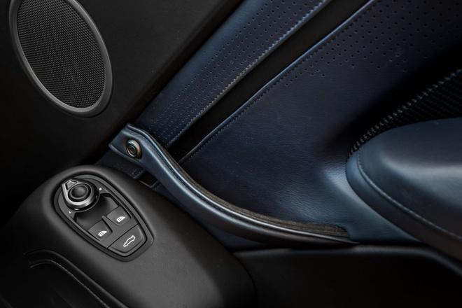 """Aston Martin Vantage có thêm phiên bản """"Hiệp sĩ Bóng Đêm"""" - 14"""