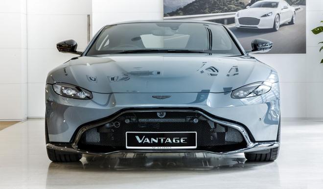 """Aston Martin Vantage có thêm phiên bản """"Hiệp sĩ Bóng Đêm"""" - 2"""
