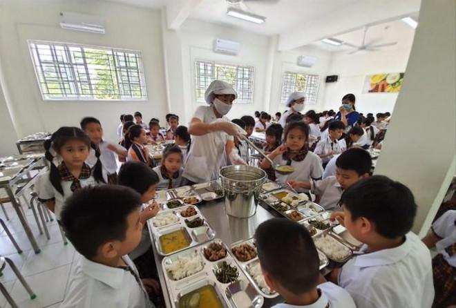 Bữa ăn bán trú: Ngộ độc rình rập, nghèo dinh dưỡng - 1