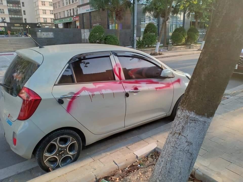 Nghi phạm khai lý do xịt sơn hàng loạt ô tô đỗ trong khu đô thị ở Hà Nội - 1