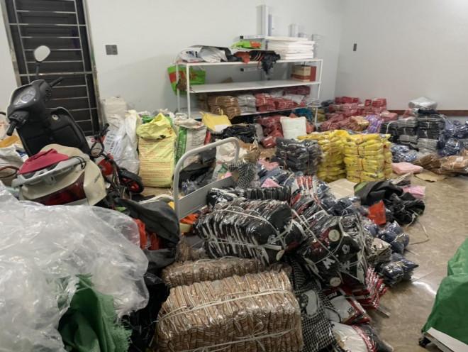 Nhập lậu hơn 8.000 sản phẩm thời trang mang bán tại Shoppee - 1