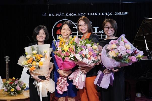 Diva Mỹ Linh luyện hát online cho mọi lứa tuổi - 1