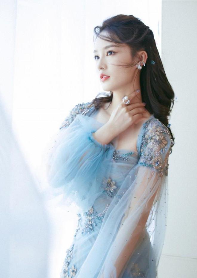 """4 mỹ nhân cổ trang Trung Quốc đời thường: Lý Thấm đẹp tựa nữ thần, Đàm Tùng Vận """"hack tuổi"""" như gái 18 - 1"""